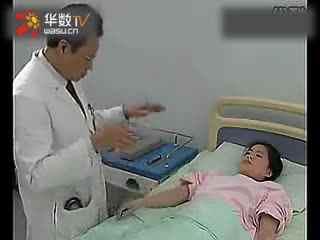 男医生给韩美女女星这样做全身检查
