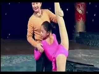 小美女练柔术 好棒啊