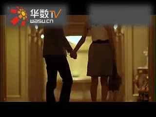 【疯狂的舌吻】日本电梯激情舌吻美女
