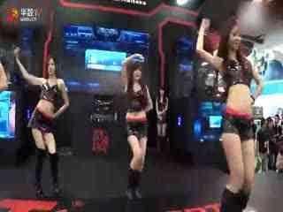 黑靴热裤美女 视频在线观看