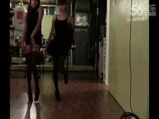 【美女自拍】黑丝短袜美女热舞自拍