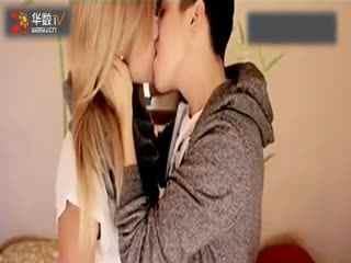 美女示范教你如何激情接吻