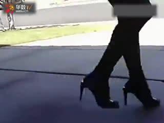 高跟鞋性感黑丝美女鬼步舞