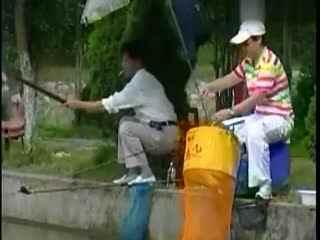 夏季钓鱼视频:快乐学钓鱼