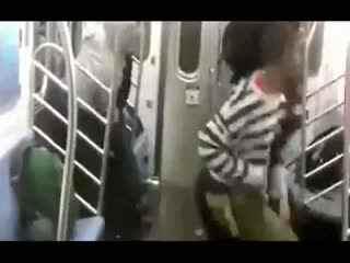 国外女子打架视频_搞笑打架斗殴视频 外国人这样打架的--华数TV