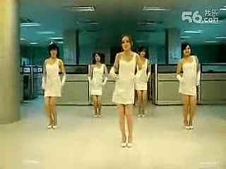 短裙黑丝短袜美女热舞