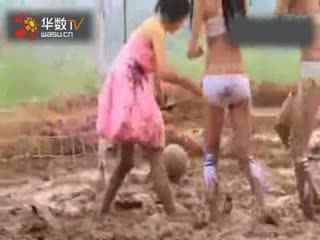 美女泥浆足球