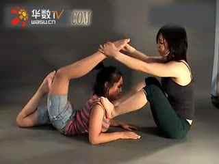 软功性感女子柔术