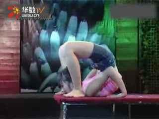 俄罗斯柔术女孩小女孩柔术软功性感女子柔术