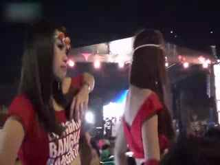 性感韩国美女翻跳热舞