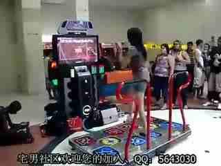 美女电玩跳舞机鬼步舞
