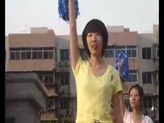 中学篮球赛美女中学生啦啦队舞蹈图片