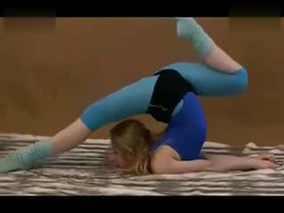 美女柔术之性感柔术软功训练
