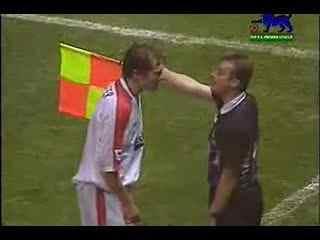 搞笑!搞笑足球视频 倒霉的足球裁判-c--华数TV