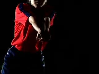 频 排球视频教学 04 正面双手 垫球 准备姿势