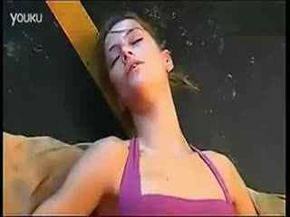 柔术美女被动练习的美