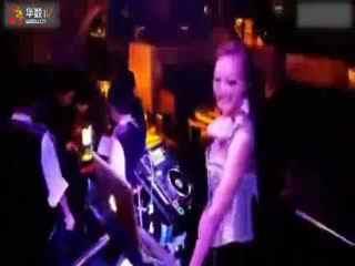 酒吧美女dj打碟现场 dj舞曲超劲爆串烧!