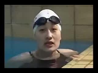 游泳教学视频 扶板蝶泳腿练习--华数TV