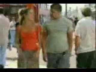 大街上美女被男人强吻视频