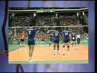 排球:正面双手垫球   排球项目标志,这是排球的垫球姿势