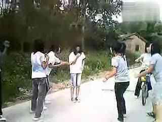 打架斗殴视频 打工仔6人击退24人打架斗殴