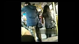 公交实拍短裙美女遭色狼摸臀部不敢反抗