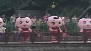 广场舞小苹果:小女孩跳小苹果广场舞视频