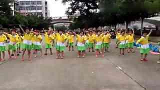 小苹果儿童舞蹈:小美女表演