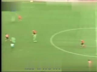 搞笑足球视频 世界最远射门 搞笑视频合集--华