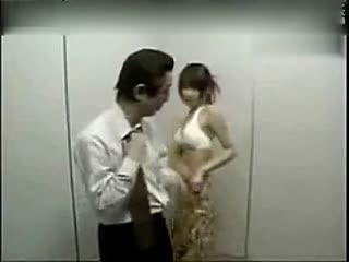搞笑视频笑死人 日本美女恶搞好色男