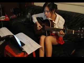 《丁香花》90后美女 吉他弹唱