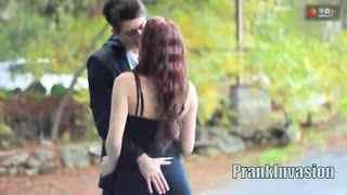 和陌生美女接吻【kissprank】――扳手腕游戏