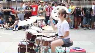 美女鼓手街头表演美图欣赏