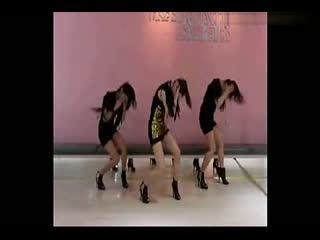 美女热舞视频 性感美女激情热舞甩臀热舞