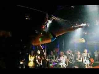 钢管舞视频 美女性感钢管舞视频