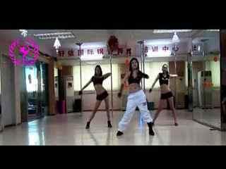 热辣钢管舞视频 酒吧钢管舞视频