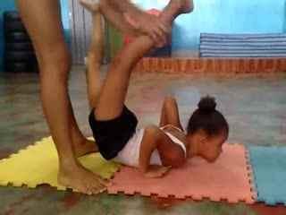 软功柔术 印度杂技团柔术训练图片