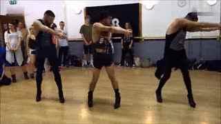 创意舞蹈秀 牛!美女们展示101种屁股舞