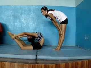 柔术软功 印度杂技团柔术训练9图片