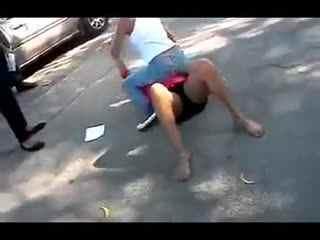 国外女子打架视频_女生打架扒光衣视频_视频在线观看-爱奇艺搜索