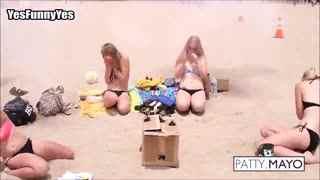 外国搞笑视频集锦:沙滩比基尼美女恶作剧