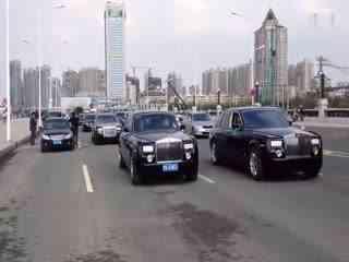 最豪华的婚礼车队_现场实拍马路惊现百辆上十亿奢华豪华婚礼车队 真正的