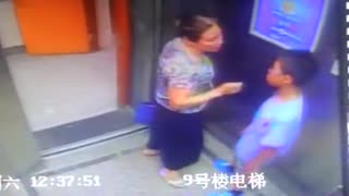 电梯间老太强吻小学生--华数TV考试小学生要转学图片