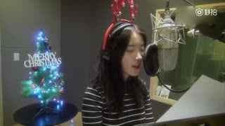 IU《merry chrisimas》天籁之音啊,不光声音好听,人也太靓了。没事还放电!放电!