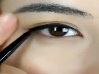 时尚眼妆教程:眼头半包围复古眼线画法--华数T