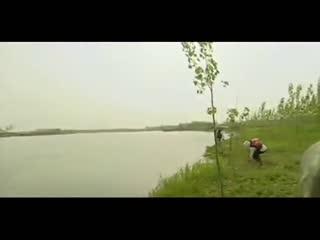 钓鱼视频大全 野外垂钓技巧 蚯蚓挂钓鱼调漂图解 水库如何钓鲤鱼