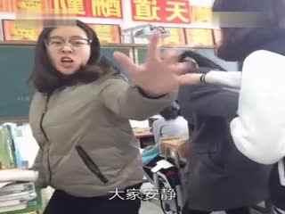 小咖女生华数:我觉得你们一定知道我很帅--视频第一次秀女夺走神经图片