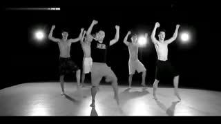 最火广场舞:王广成广场舞《八块腹肌》完美教学版