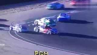 赛车天地:绝世神功!保时捷911 GT3赛车撞车完美叠罗汉