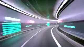 奔驰GLA级SUV 与超级马里奥赛跑